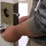 Como pintar cerradura de puertas